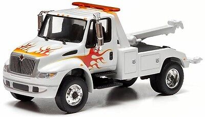 1/64 GREENLIGHT 2013 WHITE /FLAMES DURASTAR INTERNATIONAL 4400 TOW TRUCK