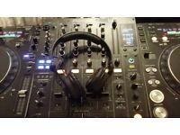2 x CDJ1000 MK3 + DJM800 + sennheiser hd25 headphones