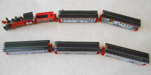 HO Canada Train engine, tender, and five carrages