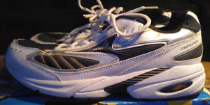 Men's size 11 AVIA cantilever running shoes!