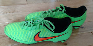 NIKE Soccer Cleats Size 8