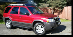 2005 Ford Escape XLT MOON ROOF  v6 4x4 1 y waranty
