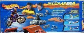 Hot Wheels Remote Control Max Air Arena - Master Real Pro Stunts!