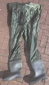 Chest waders size 8/9
