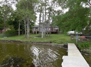 Beautiful 4 Bedroom 3 Season Waterfront Cottage on Canal Lake