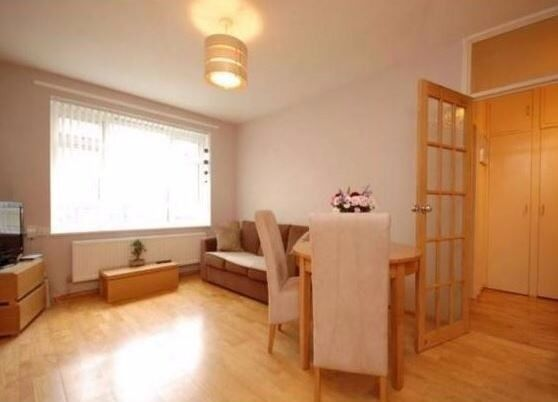 Two bedroom top floor flat close to Finsbury Park station available end of December