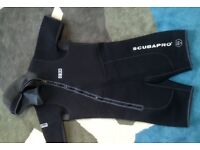Scubapro STek 6.5mm semi dry suit with hood and 5mm hooded shorty, fins & boots