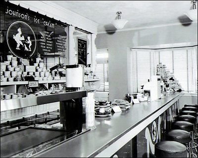 (1941 Howard Johnson's Photo 8X10 - Ice Cream - Buy Any 2 Get 1 FREE)