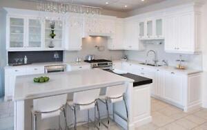 Armoire de cuisine sur mesure ou style IKEA. Visitez notre Salle de Montre