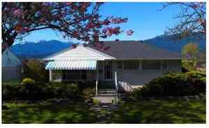 ***4 BDRM HOUSE WITH GORGEOUS WATER &MOUNTAIN VIEWS***