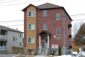 FURNISHED 5 BED STUDENT APTS * 1 MTH FREE * MAY or SEPT LEASE