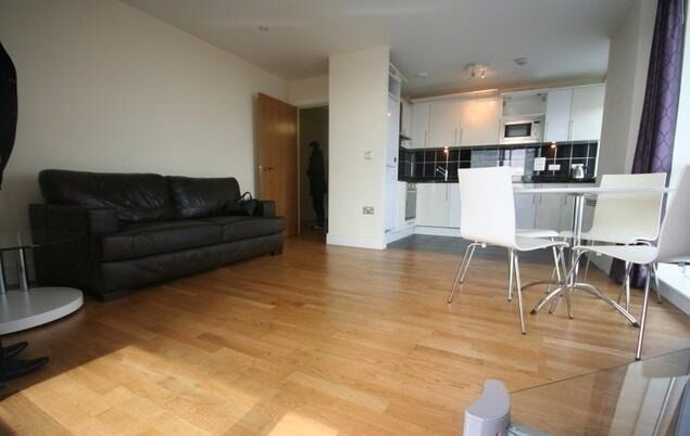 JS and Co are happy to offer this bright and modern two double bedroom, two bathroom apartment.