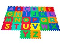 Connecting floor mat alphabet