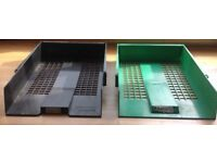 A4 letter trays, approximately 25 available