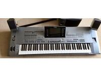 Tyros 5 keyboard with pedals vol sustain