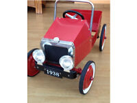 Kids' classic ride on pedal car - red