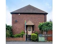 2 bedroom flat in West Ruislip Court, Middlesex , HA4 (2 bed)