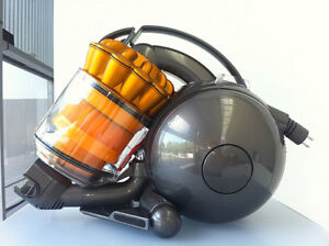 DYSON DC36! MINT CONDITION! PERFECT SIZE AND LIGHT WEIGHT