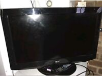 LG 32 INCH WIDESCREEN FREE VIEW DIGITAL FULL HD READY LCD TV WITH REMOTE AND STAND *BARGAIN*
