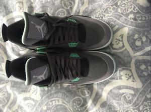 Jordan 4 Green Glow 9.5/10