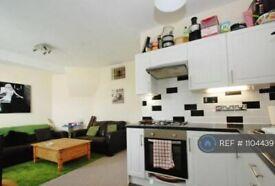 2 bedroom flat in Radbourne Avenue, London, W5 (2 bed) (#1104439)