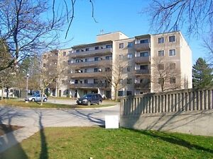 Beautiful 1 Bedroom Suites! Only pay first month's rent up front London Ontario image 3