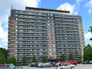 2 BDRM IN SOUTH LONDON - CLOSE TO EVERYTHING!!