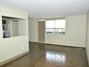 Port Credit - Views of Lake Ontario! Renovated, Condo Quality!