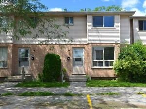3 BDRM TOWNHOUSE AVAIL IN SOUTH LONDON!!!