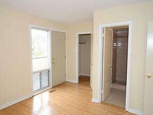 3 BR Townhome, Pet Friendly York Mills & the DVP (North York)
