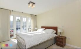 Beautiful Newly Refurbished 2 Double Bedroom,2 Bathroom flat with driveway parking!