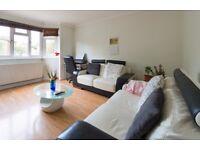 3 bedroom flat in Longberrys, Cricklewood Lane, London, NW2