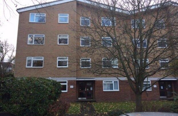 2 bedroom flat in Brackley Road, Beckenham, BR3