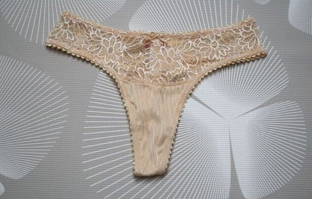Triumph String Tanga SHINY FLOWER Größe 36 vanille oder powder NEU