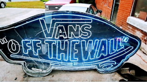 Vans Off The Wall enseigne neon geant