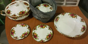 Royal Albert Old Country Rose Set (approx 120 pieces)