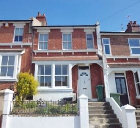 House to let, parking, small garden, easy access to centre