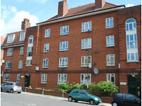 Modern clean 3 double bed flat with separate living room. 5mins walk to Clapham Common or High ST