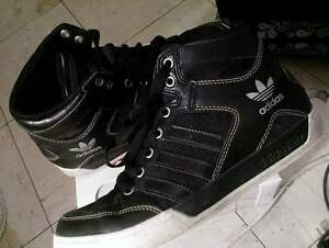 Womens size 5.5 addidas shoes