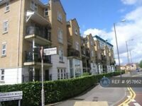 1 bedroom flat in Highfield Road, Feltham, TW13 (1 bed) (#957862)