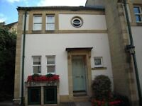 Property to Rent - well presented executive style mews home in central Bath with parking space.