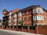 3 bed apartment Short term,2 bathrooms, parking,close to transport Sale town centre and the motorway