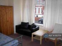 Studio flat in Clarendon Road, Manchester, M16