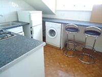 NICE SPACIOUS 2 DOUBLE BED FLAT - NO LIVING - IDEAL FOR 2 STUDENTS / SHARERS!!!