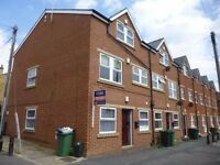 1 Bedroom Apartment on Burley Lodge Road in Hyde Park! Available: Immediately!