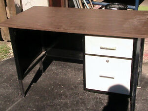 Table, wood, bench  Steel legs, with  two drawer West Island Greater Montréal image 3