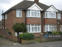 3 bedroom house in Commercial Rd, Staines, Surrey, TW18 (3 bed)