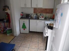 Large double room to rent in house share in central Brighton. BILLS and WIFI included. Available now