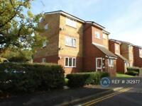 1 bedroom flat in Stirling Close, Rainham, RM13 (1 bed)