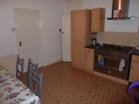 LARGE DOUBLE ROOM TO LET. CLOSE TO EVERYTHING in the N14. IDEAL FOR GYM, PARKS, TUBE, ASDA & MORE